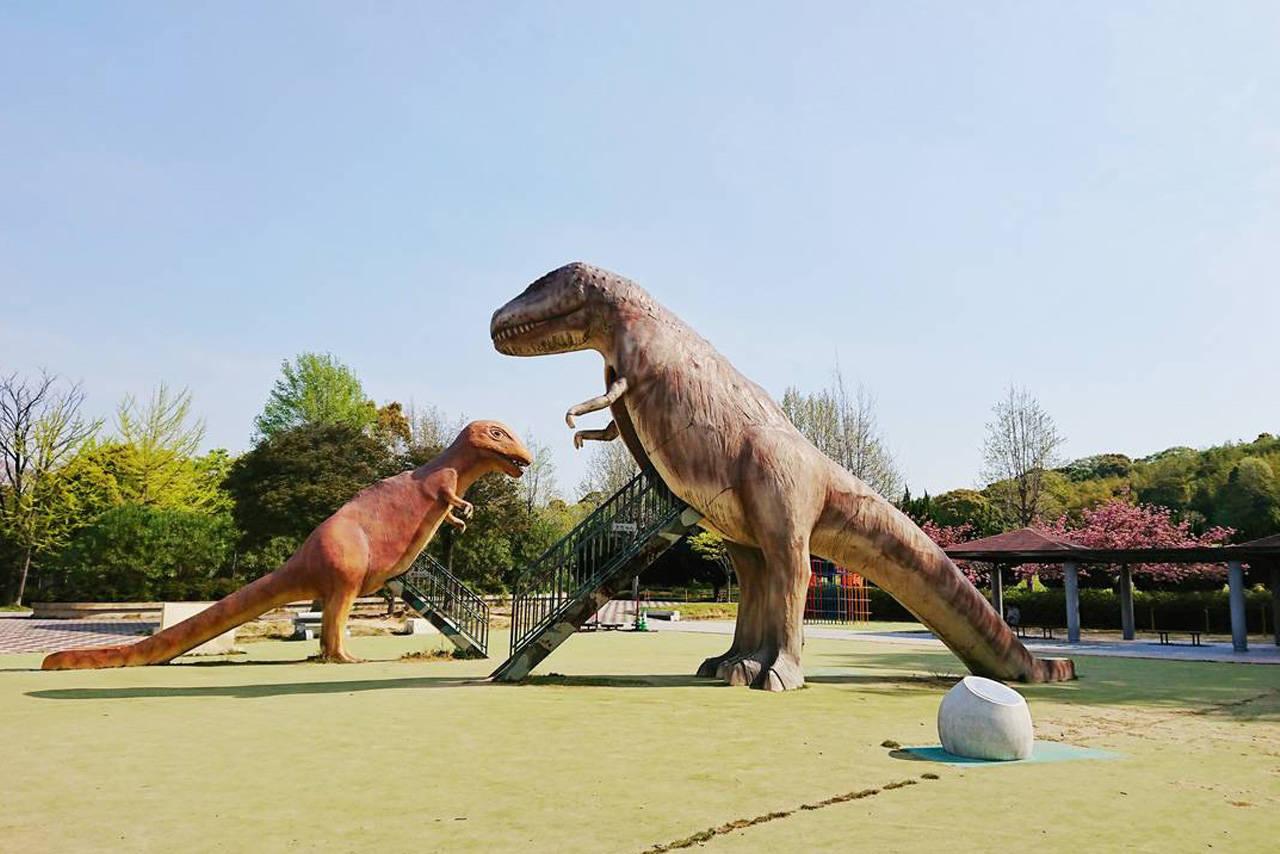 【名古屋】1日遊べる公園ならここ!恐竜遊具が人気「大高緑地」