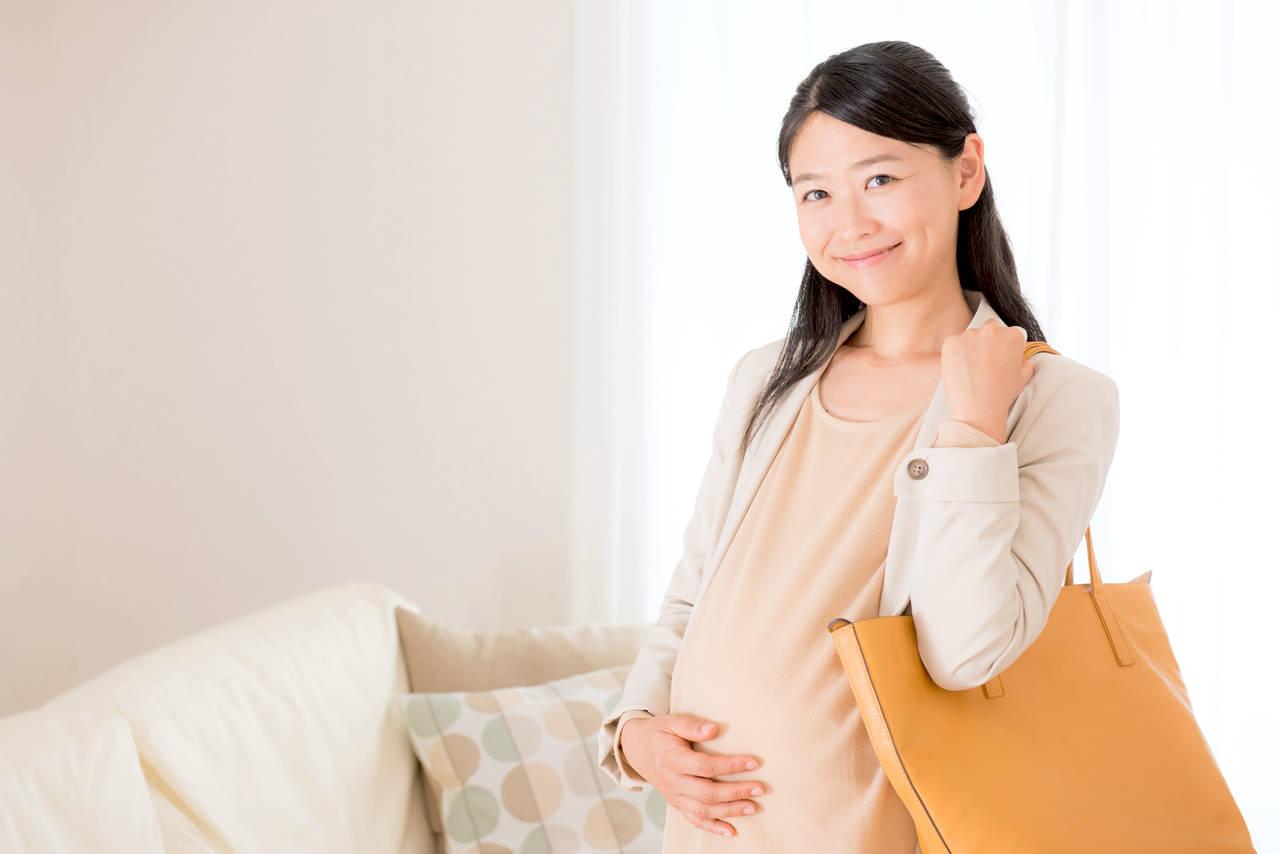 赤ちゃんを産む前に仕事場での育休申請。取得方法や育児休業給付金