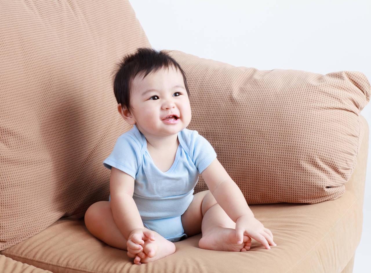 0歳児の平均身長や体重は?月齢、男女別でみる平均値と成長の悩み