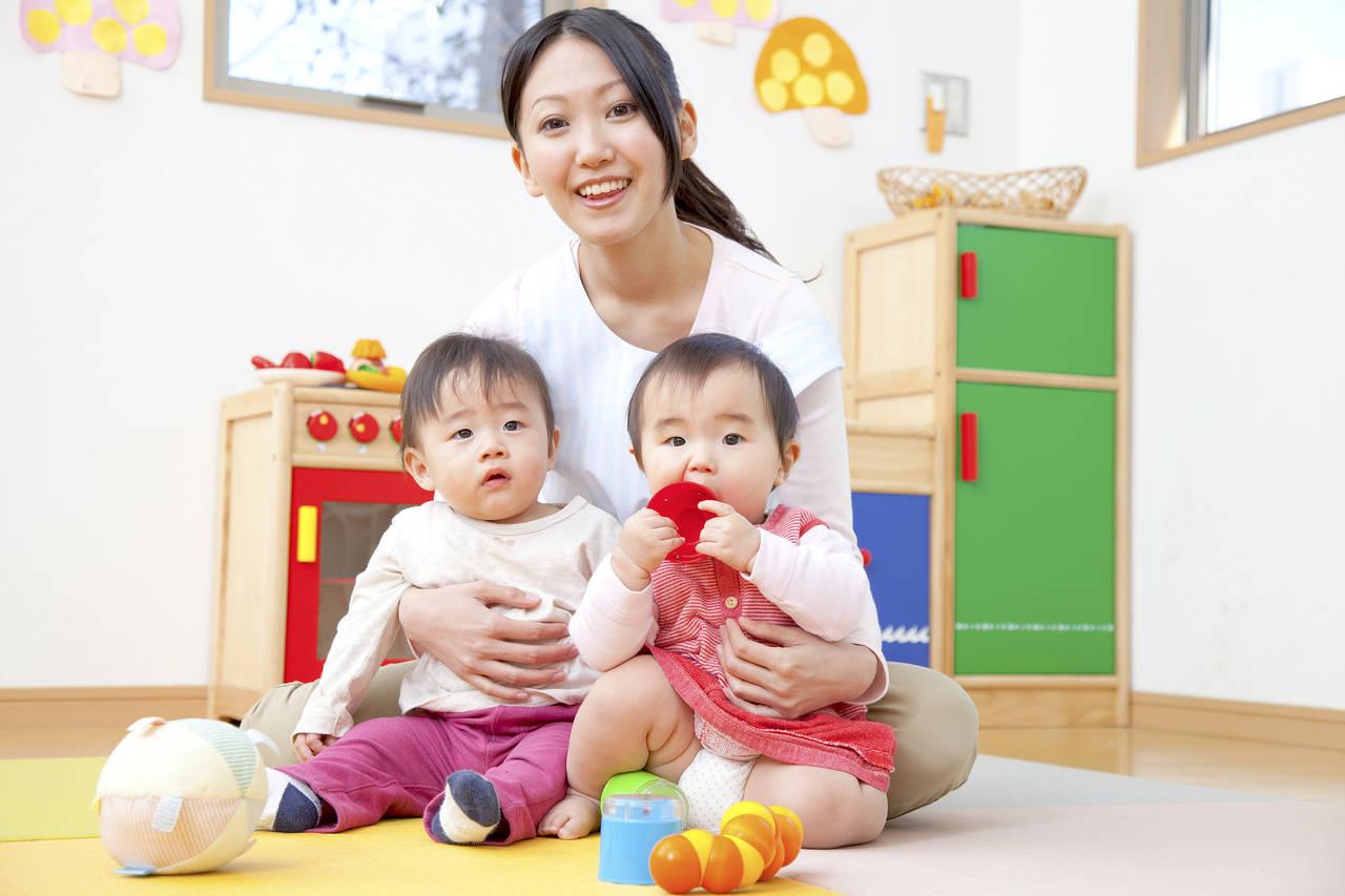 双子の保育園への入園は難しい?気になるお金の話やメリットを紹介