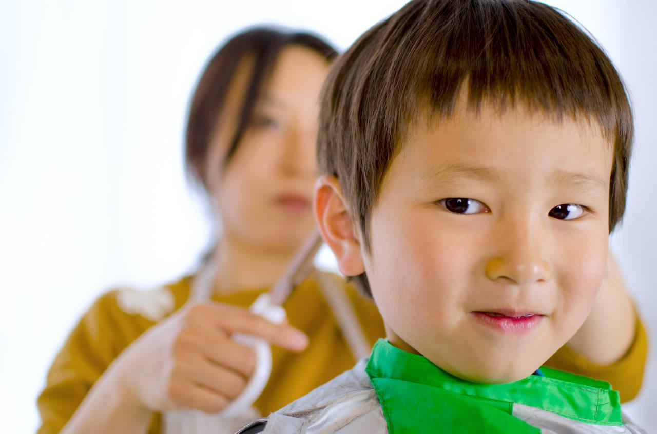 家でもできる子どものヘアカット。切り方のコツや男の子に人気の髪型