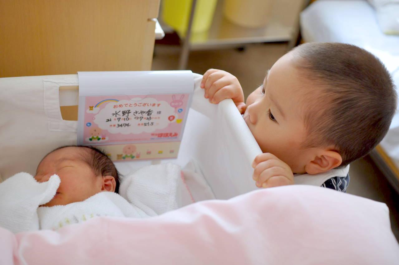年子の出産祝いをしよう!お祝いのマナーと人気のプレゼントや選び方