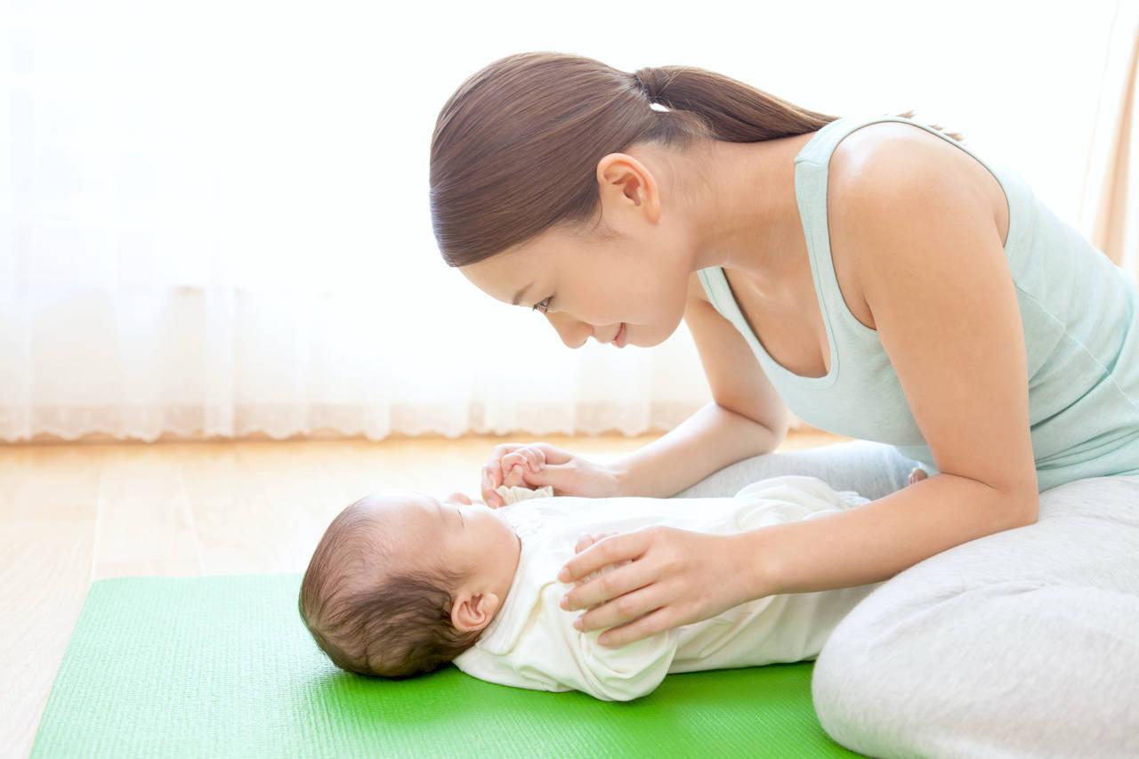 ママも一緒に赤ちゃん体操しよう!やり方や注意点、親子でできる体操