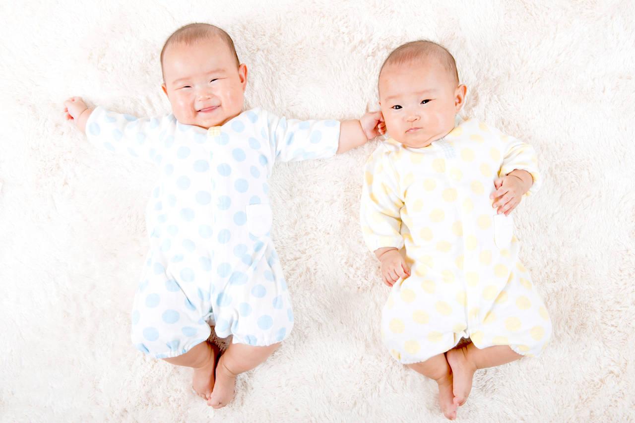 双子ちゃんへの出産のお祝い!金額相場やもらって嬉しいギフト