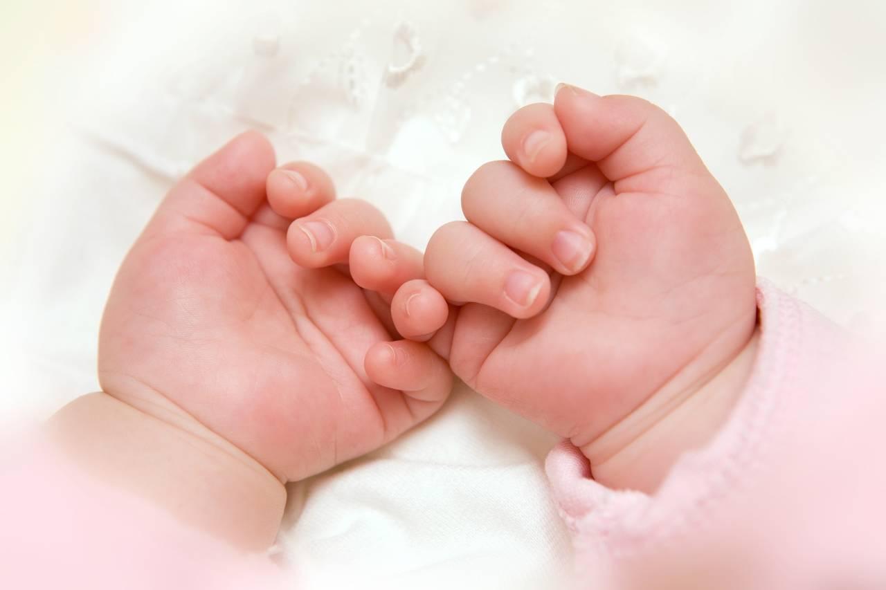 双子のミルク育児の進め方を知ろう!同時授乳の方法やメリットを紹介