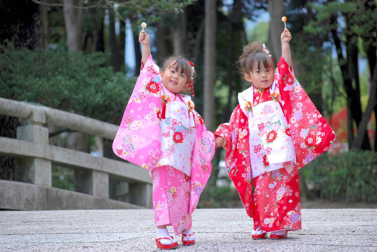 七五三を迎える双子の着物。写真や初穂料の目安までご紹介!