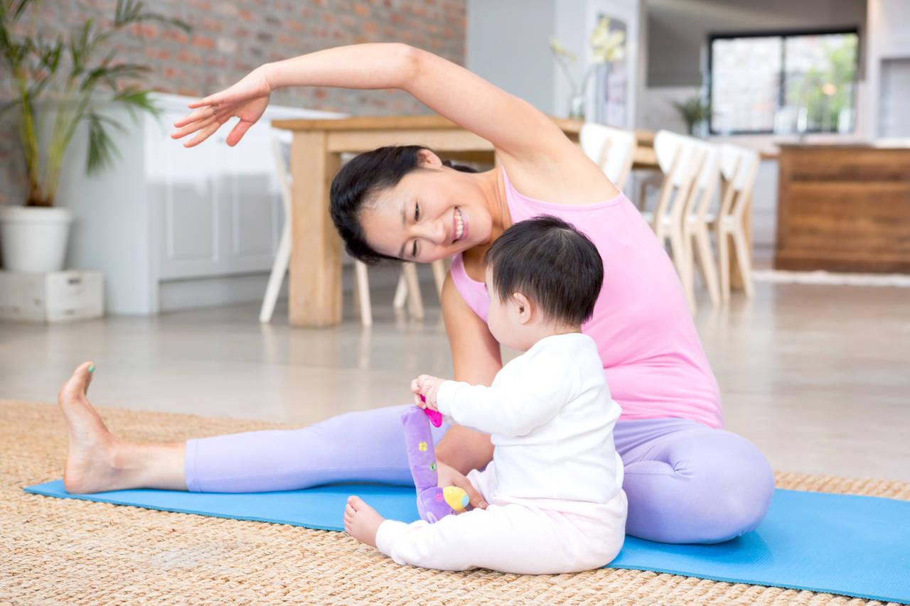 産後ストレッチで体スッキリ!ママの心と体をケアする方法