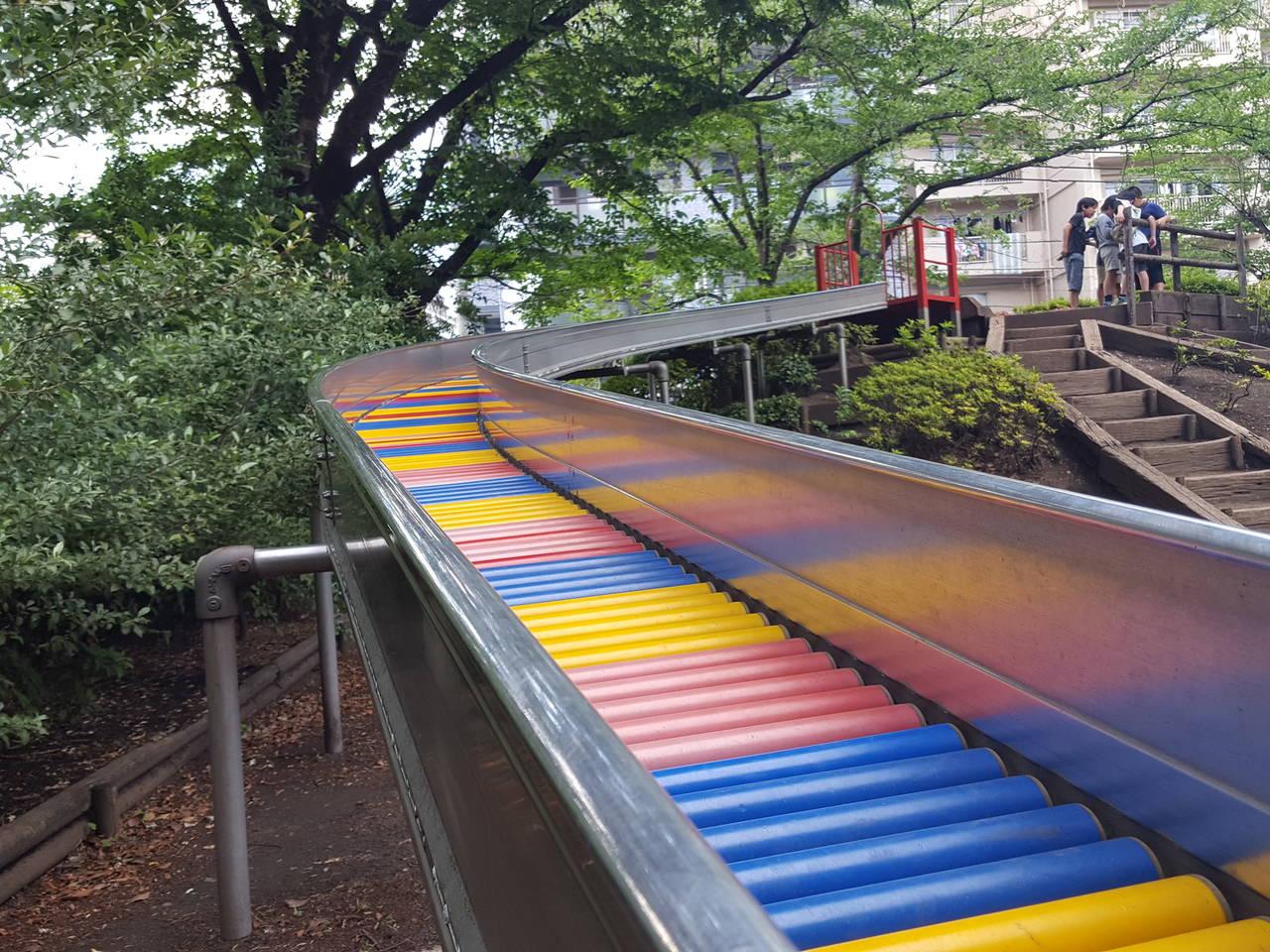 【東京】全長15mの緩やかなローラーすべり台「天王公園」