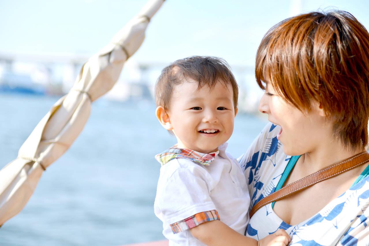 赤ちゃんと夏の旅行を楽しむには。持ち物や乗り物、おすすめの場所