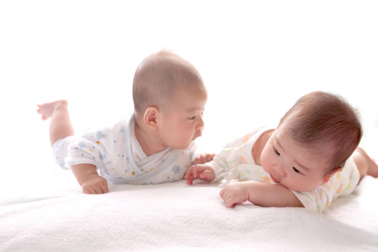 可愛すぎる双子の赤ちゃん。見分け方、可愛いインスタや動画の紹介