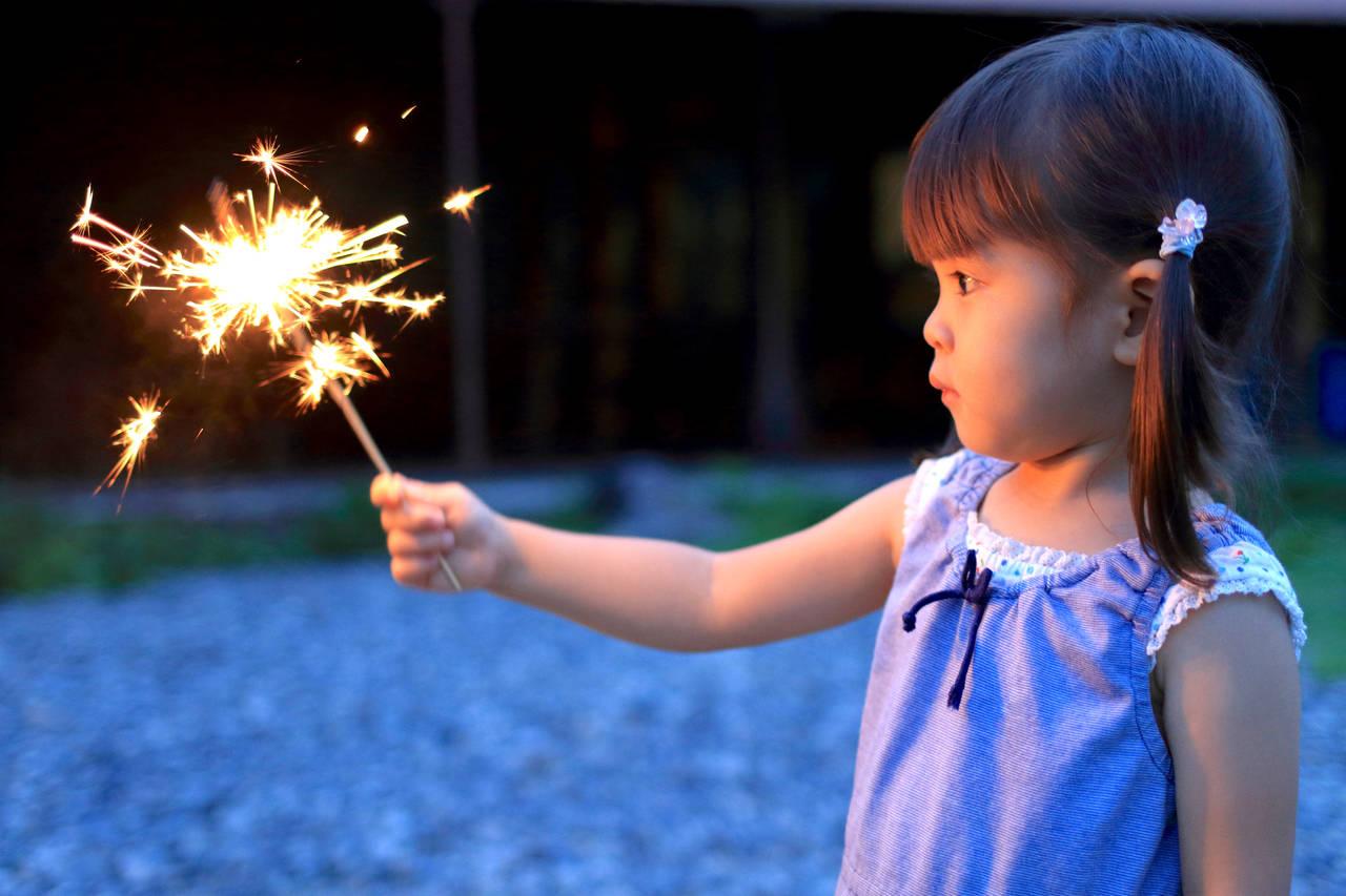子どもと花火遊びをしよう!安全に楽しむ方法や注意点について