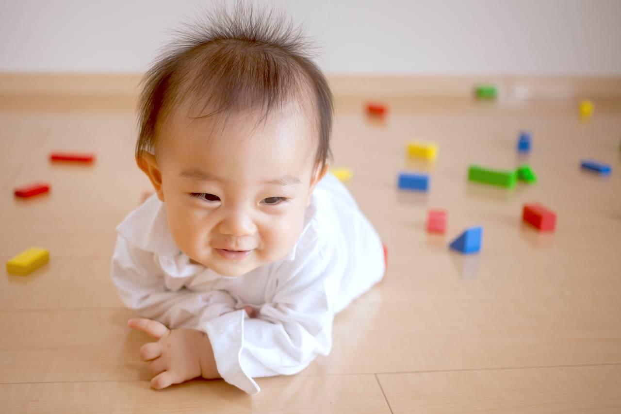 赤ちゃんが喜ぶ積み木の魅力。海外と国内の積み木をご紹介