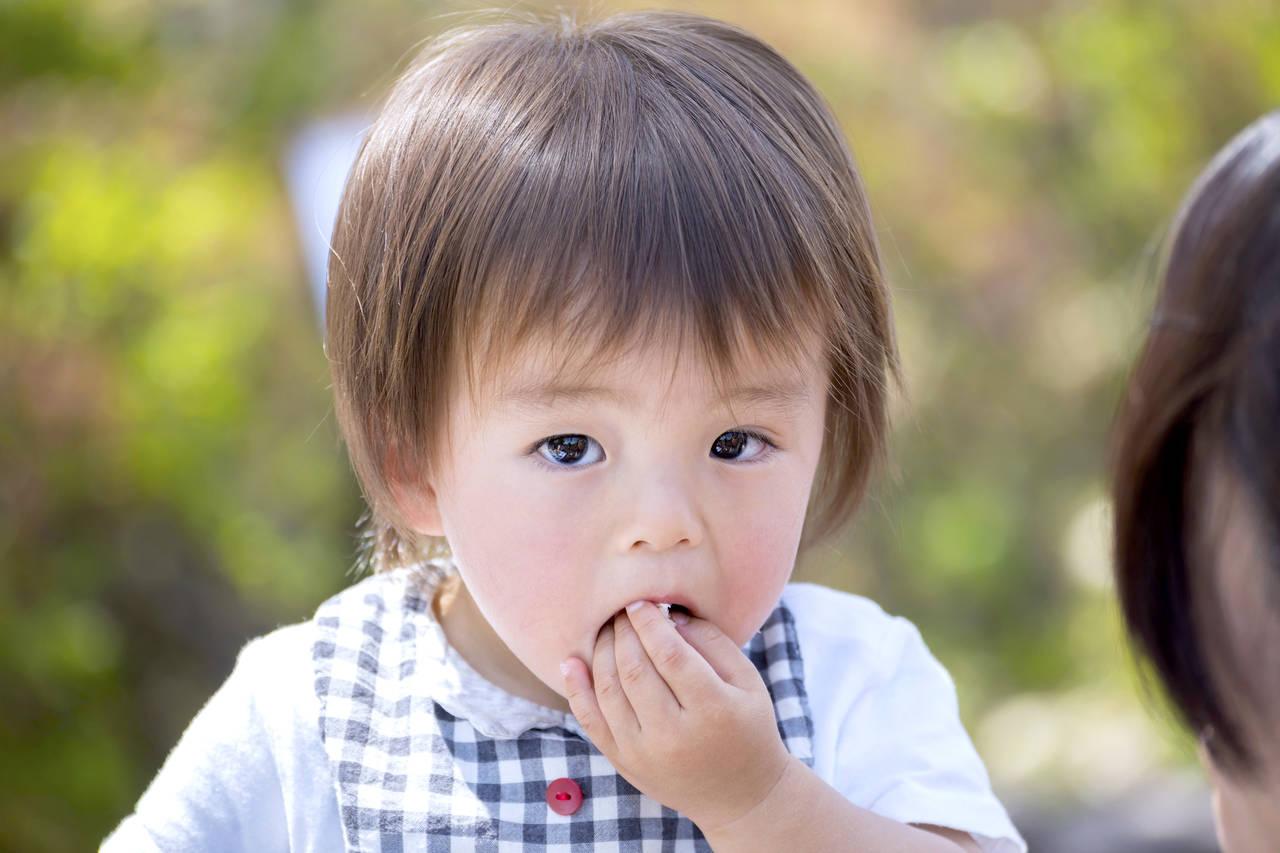 手づかみ食べは2歳がピーク?手づかみ食べの理由や食事を楽しむ工夫