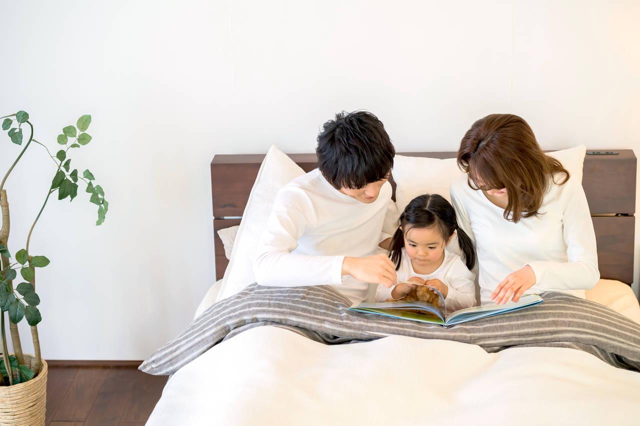 1~2歳児が寝る前に読み聞かせたい絵本。絆を深める絵本の効果
