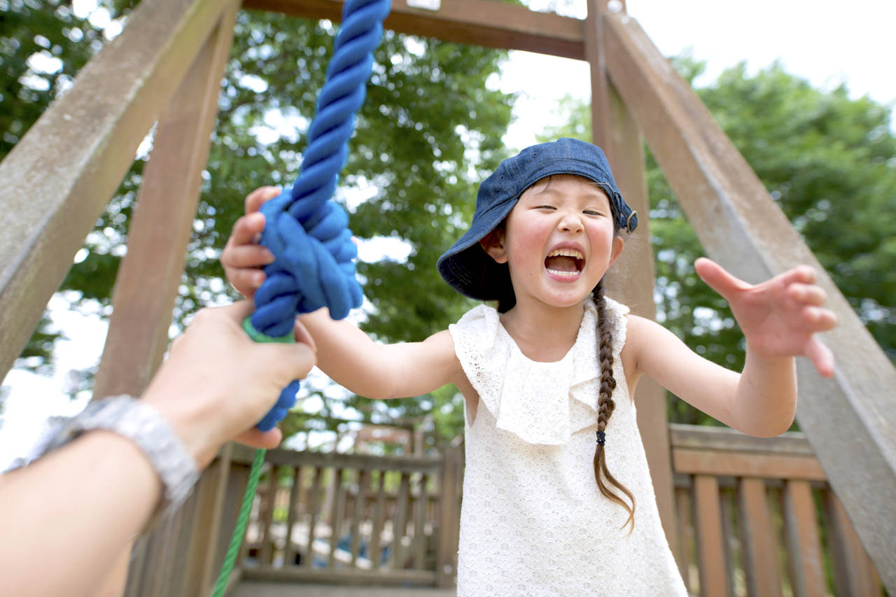 幼児期に遊具で遊ぼう!子どもへの効果や親子で楽しむ遊び方