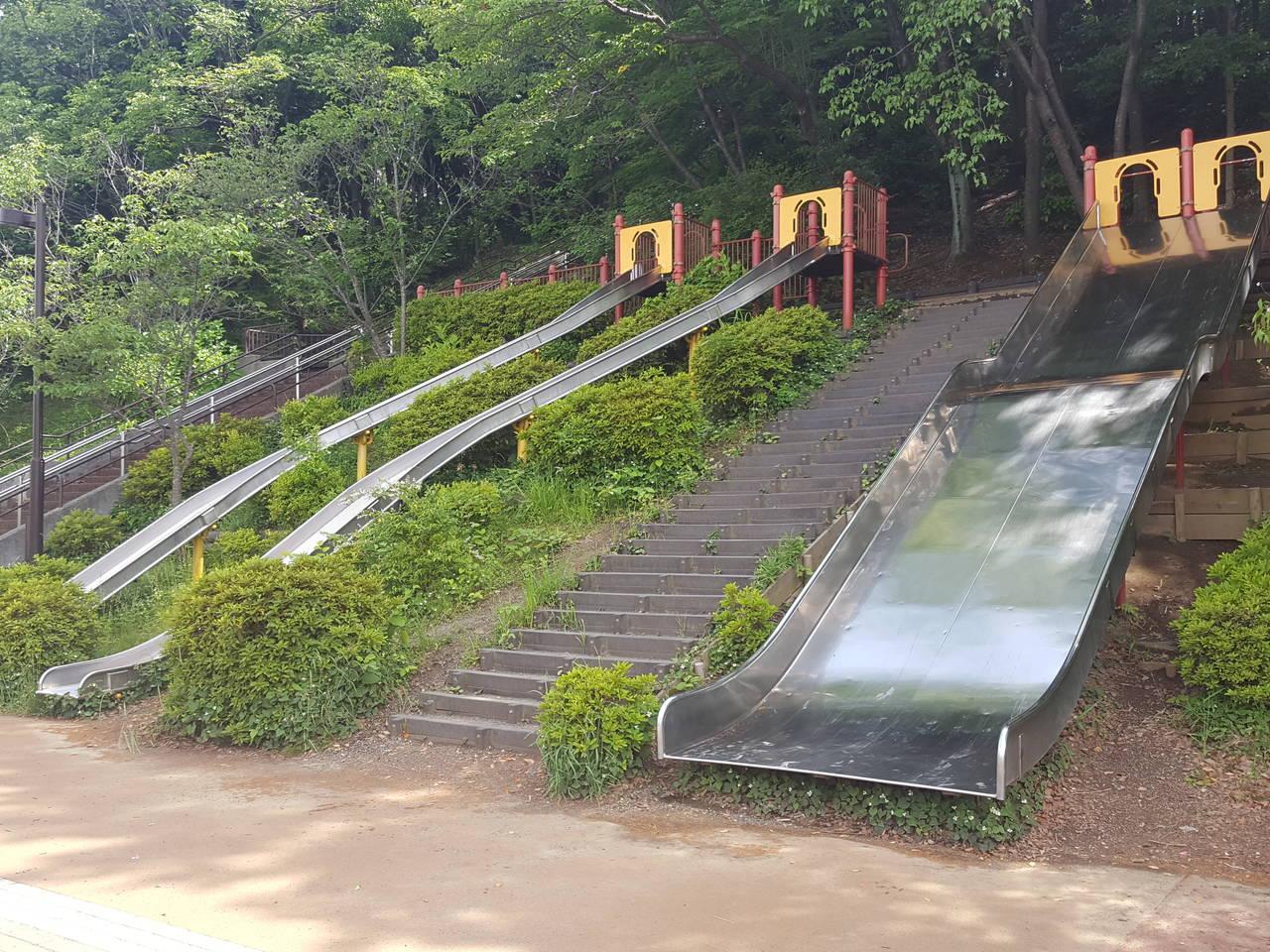 【東京】ステンレスタイプの3連すべり台「小山内裏公園」
