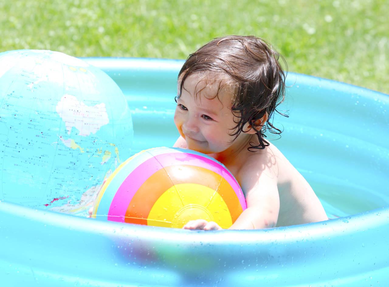 赤ちゃんとプールでの遊び方!楽しく安全に遊ぶにはどうすればいい?