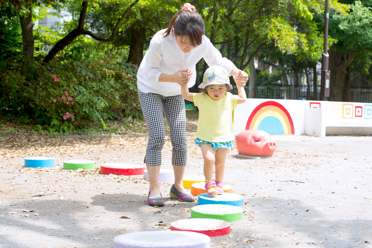 幼児期にバランス感覚を身につけよう!おすすめの遊び方や玩具を紹介