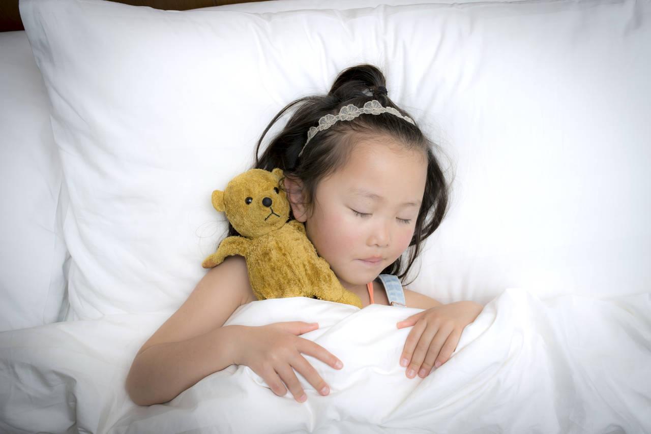 幼児期はどのくらい寝るの?睡眠の影響と寝かしつけのポイント