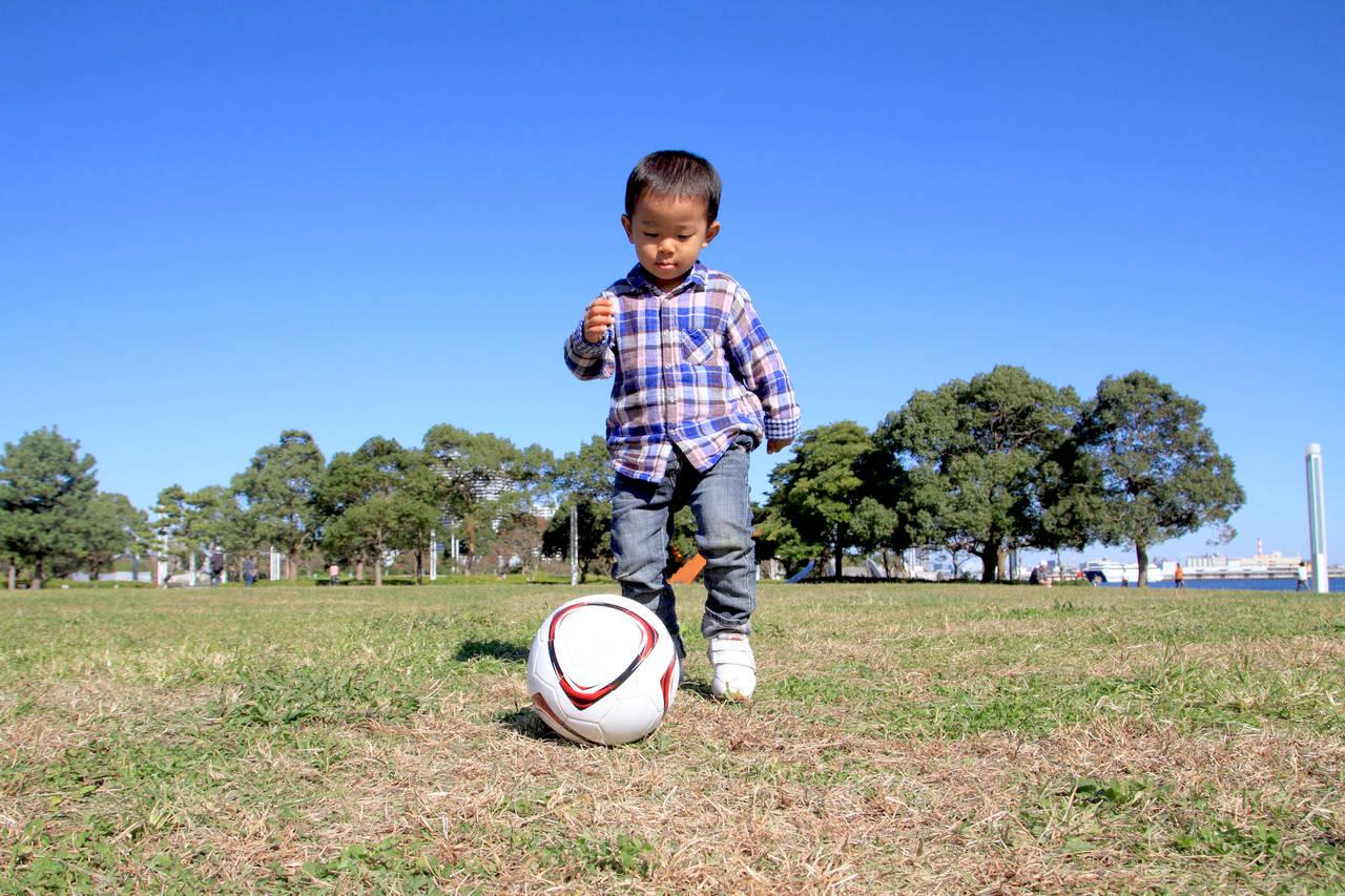 2歳でサッカーに挑戦!ボールの選び方とサッカー好きになる練習法