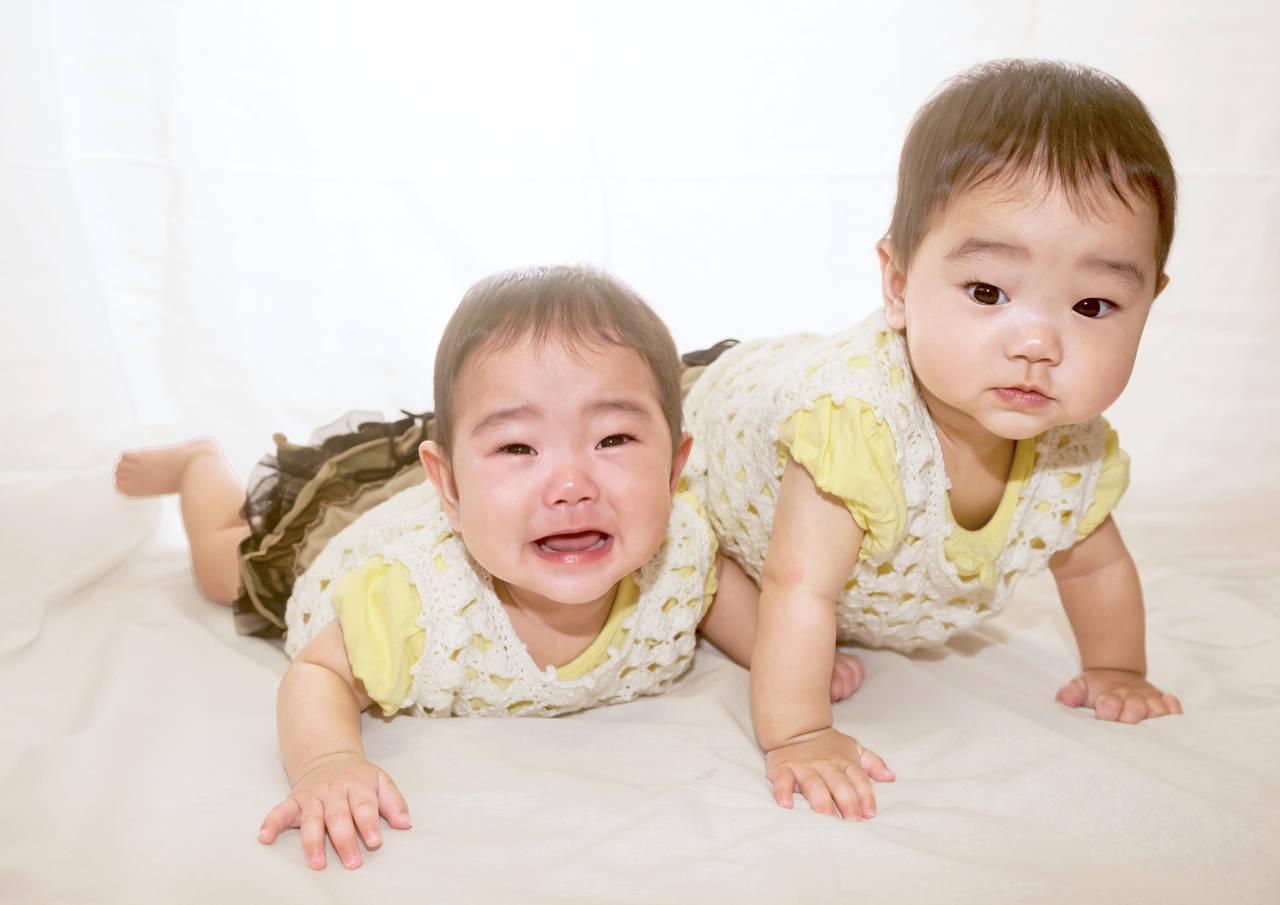 女の子の双子は名前もリンク?名前のつけ方と双子ママへのプレゼント
