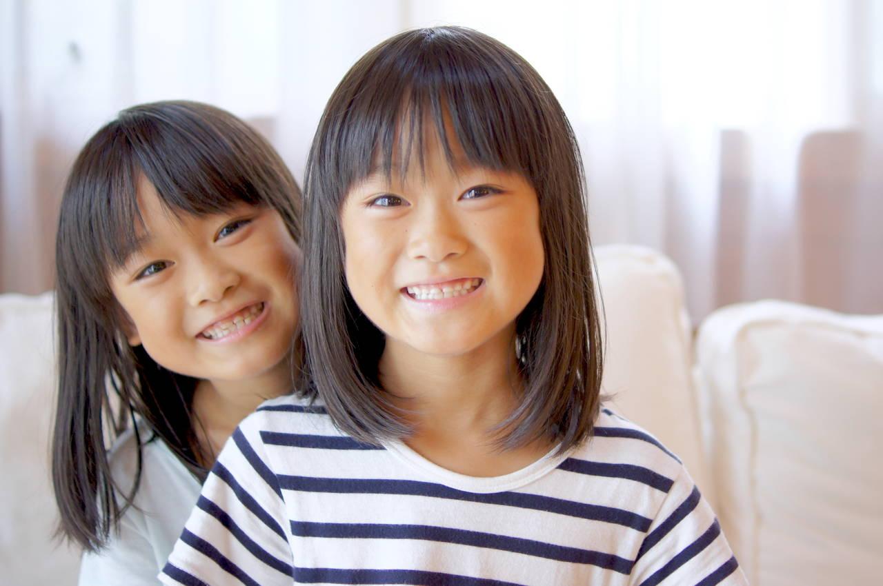 双子なのに性格が違う?遺伝子と性格の深い関係と親の関わり方