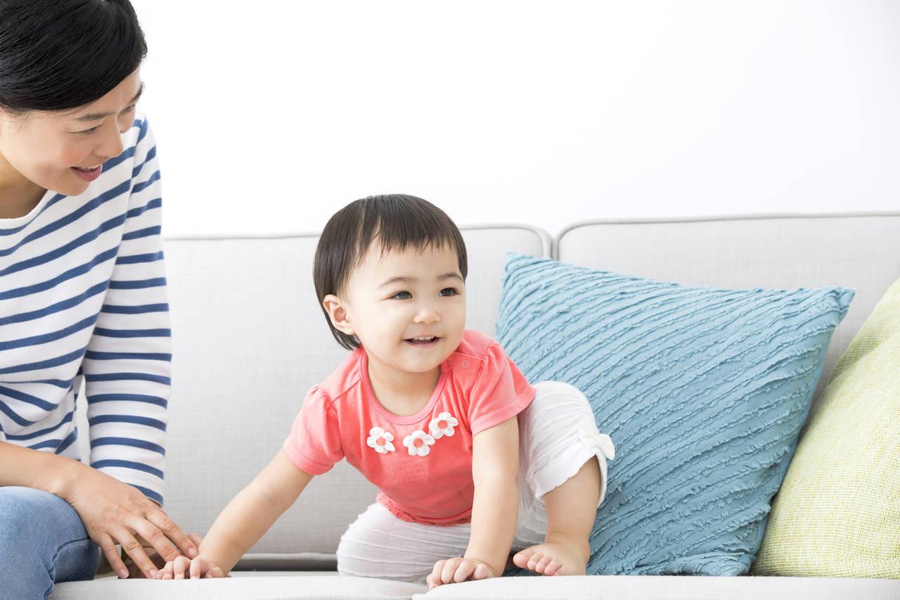 動き回る1歳の子どもへの接し方。1歳の成長やシーン別の対処方法