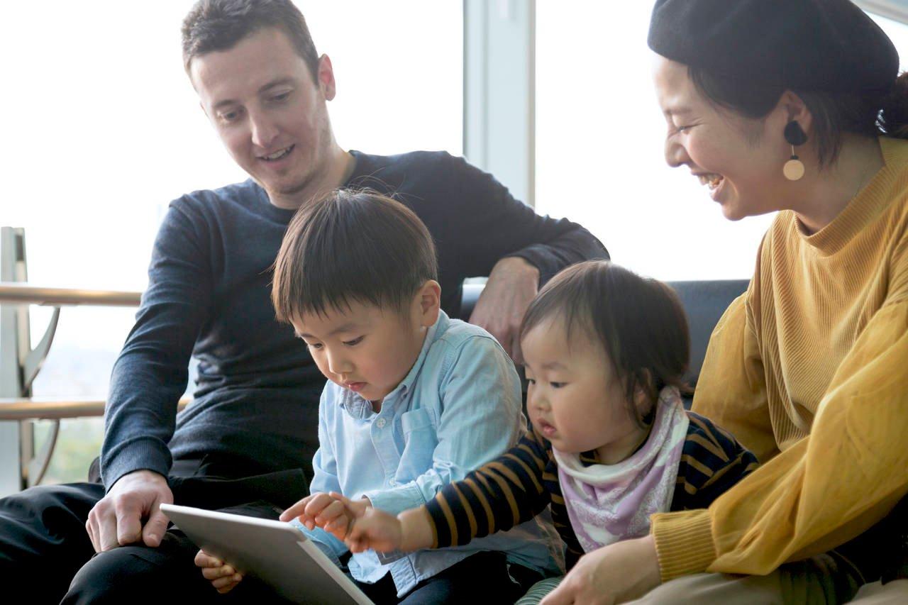 バイリンガル子育てに挑戦!成功例、おすすめ本や国際結婚子育て法