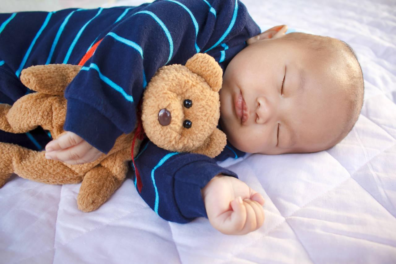 乳児期の手作りおもちゃを作ろう!成長に合わせた作り方とポイント