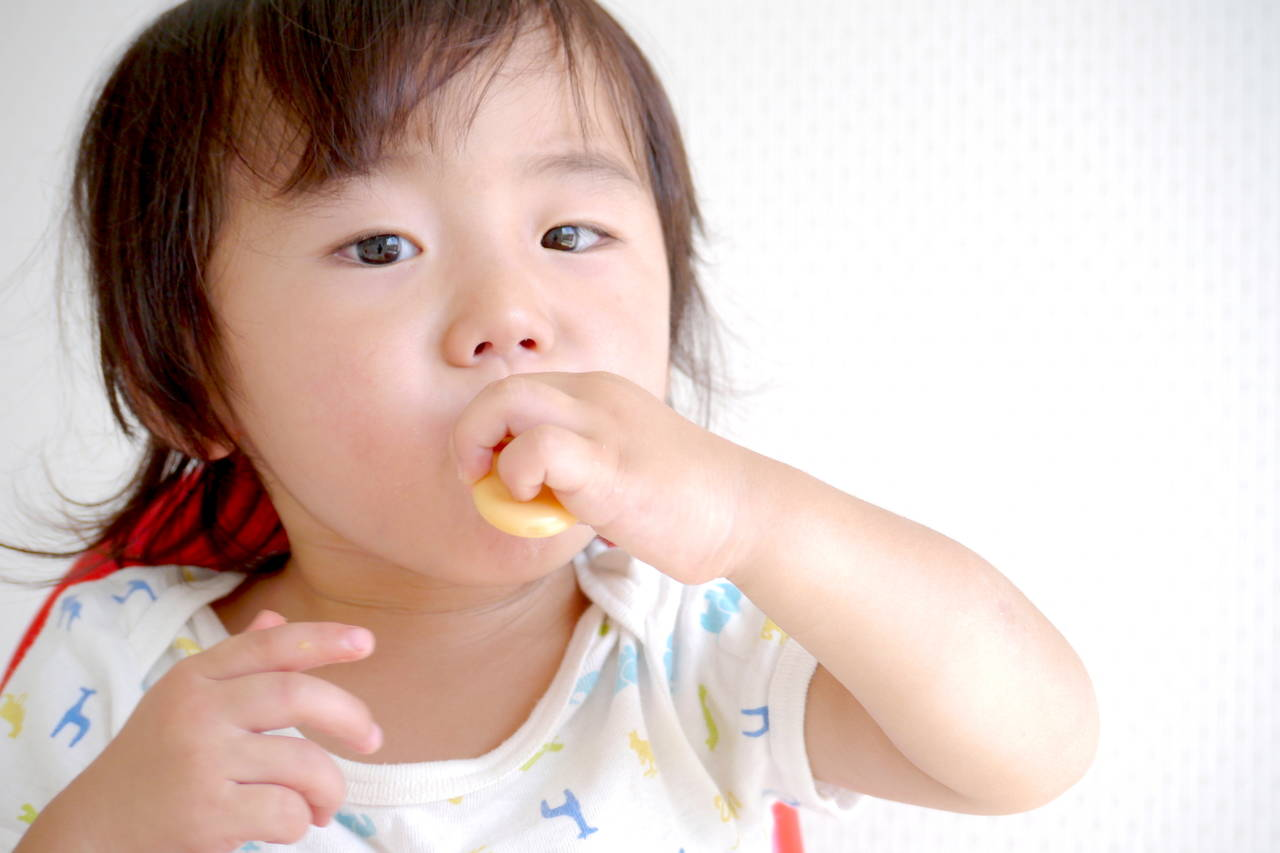 1歳児の手づかみ食べを知ろう!メニューや手づかみしない子について