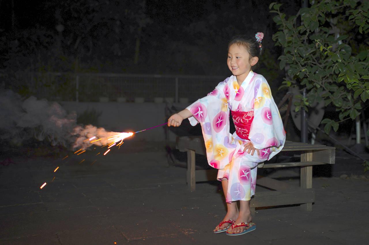 子どもと花火を楽しもう!安心安全に楽しむために気をつけること