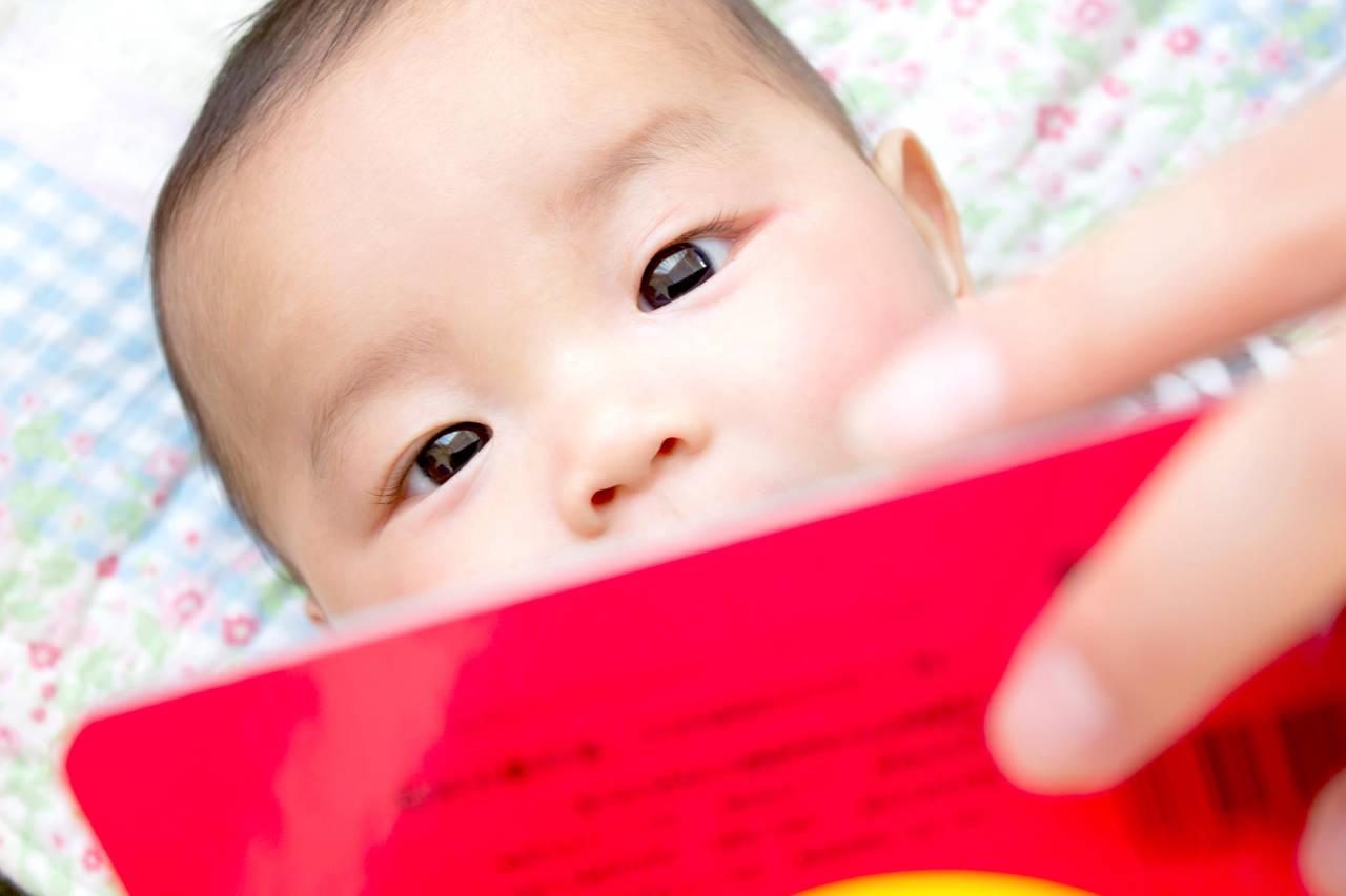 出産祝いに絵本をプレゼント!選ぶポイントやオリジナル絵本を紹介