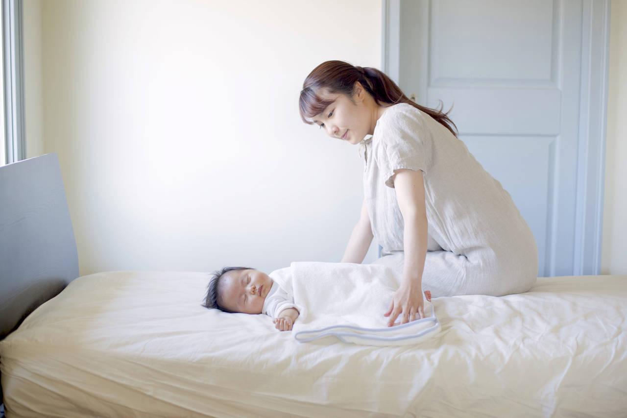 新生児期は気温に注意?季節別にみる布団や服装でのコントロール方法