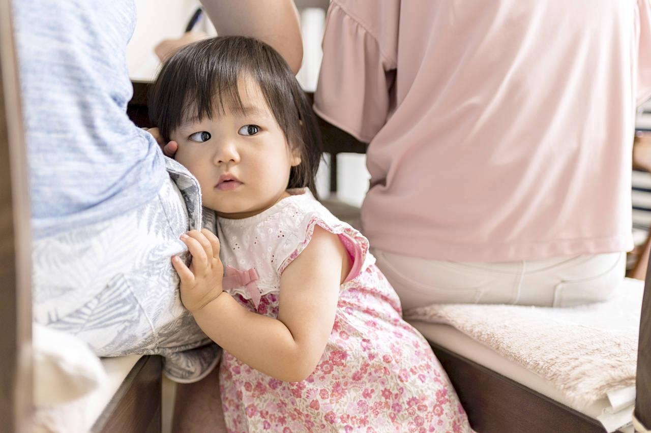 2歳児が人見知りするのはなぜ?対応策や発達障害との関係を紹介