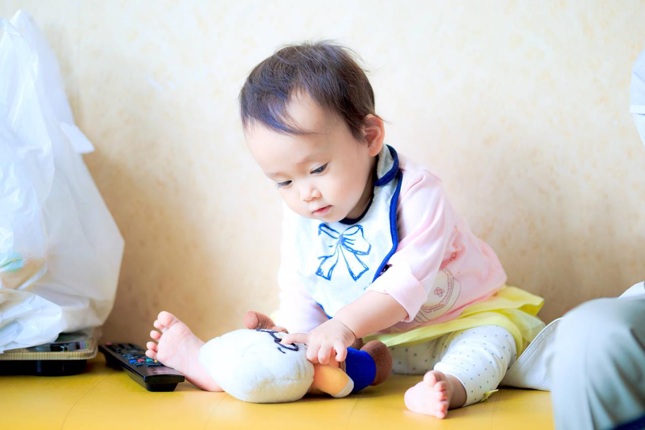 乳児との過ごし方に悩むママは多い!お家遊びやお出かけはできる?