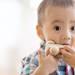 子どもがおもちゃを口にいれる原因。対処法や安全なおもちゃの選び方