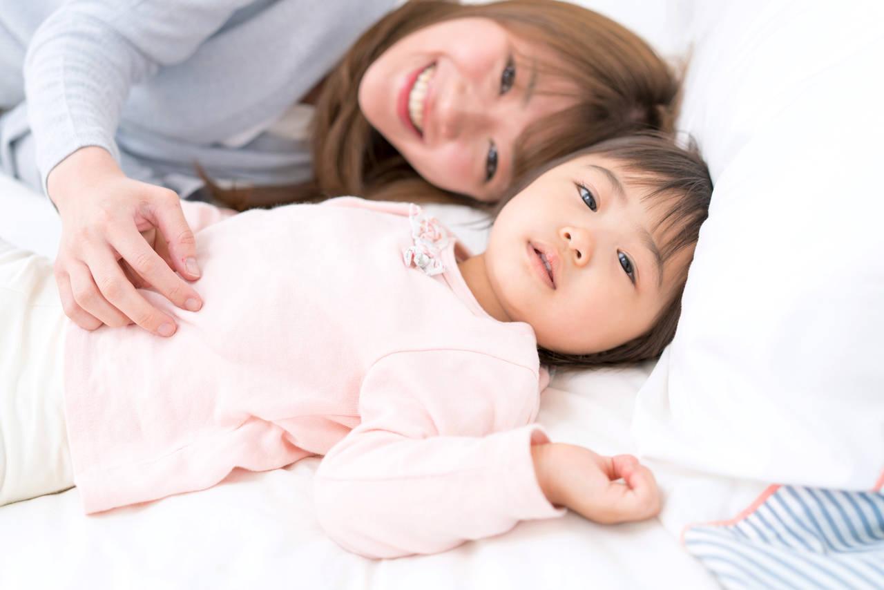 2歳児の寝かしつけの方法!寝ない理由やお役立ちグッズもご紹介