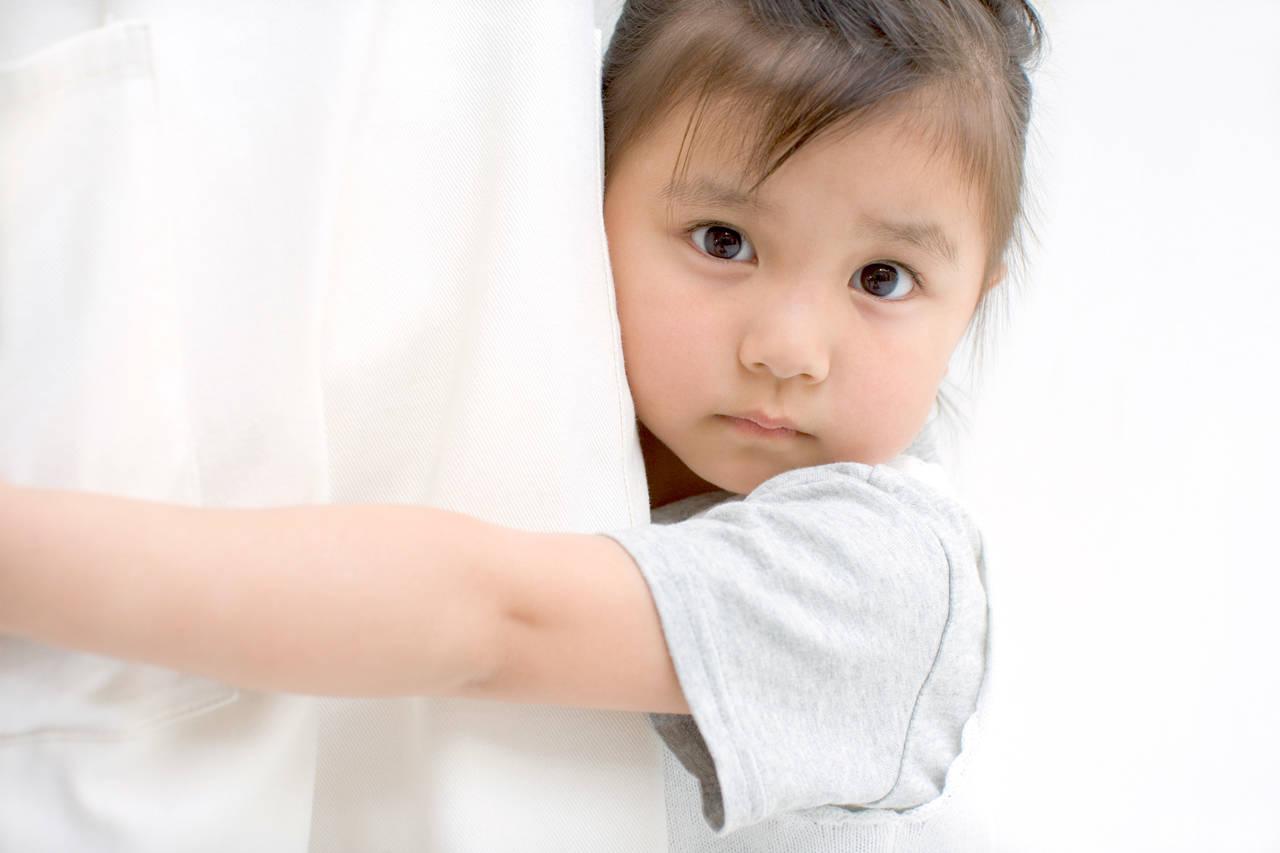4歳児の人見知りが心配。発達障害の可能性や人見知りの克服方法