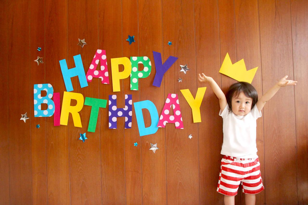2歳のお誕生日をお祝い!当日の過ごし方の紹介やおすすめプレゼント