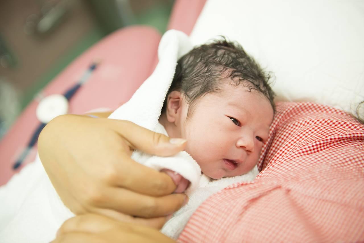 乳児におこる新生児月経とは?対処方法とほかの病気の可能性について