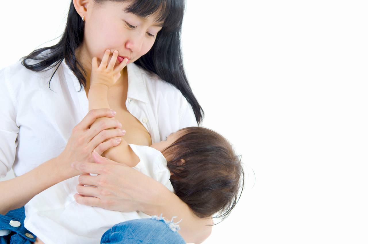 母乳育児が痩せない原因は?完全母乳育児のメリットとデメリット