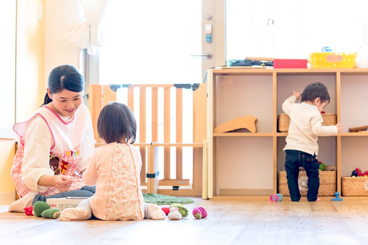 幼児を預ける施設とは?夜間、病気時の預け先や預けるときの注意点
