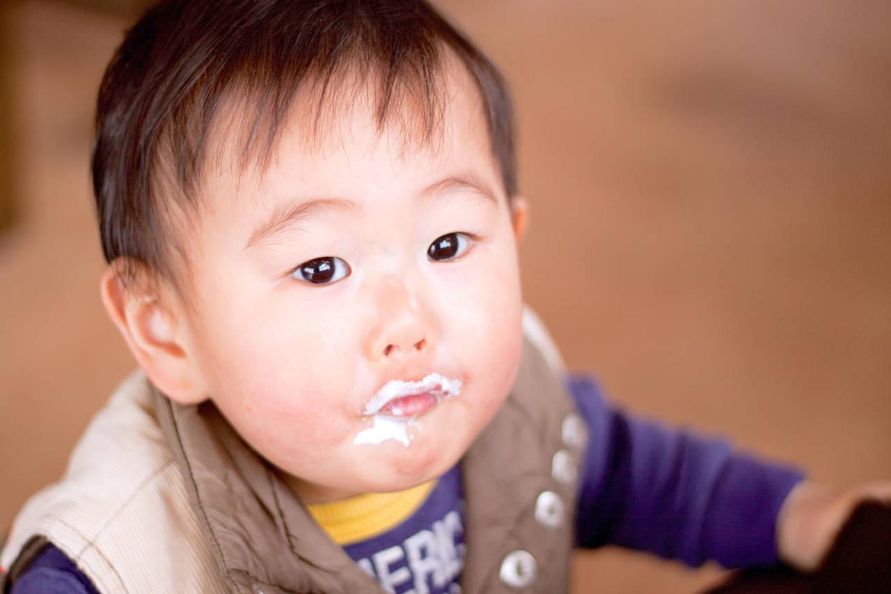 赤ちゃんがストローでこぼしてしまう。原因別の対処法をご紹介します