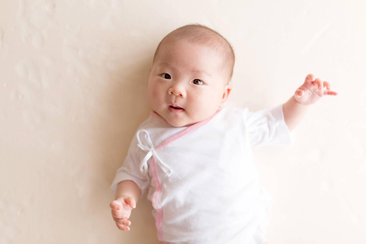 乳児の手足や目の動きが気になる!眠れる方法や目の治療について