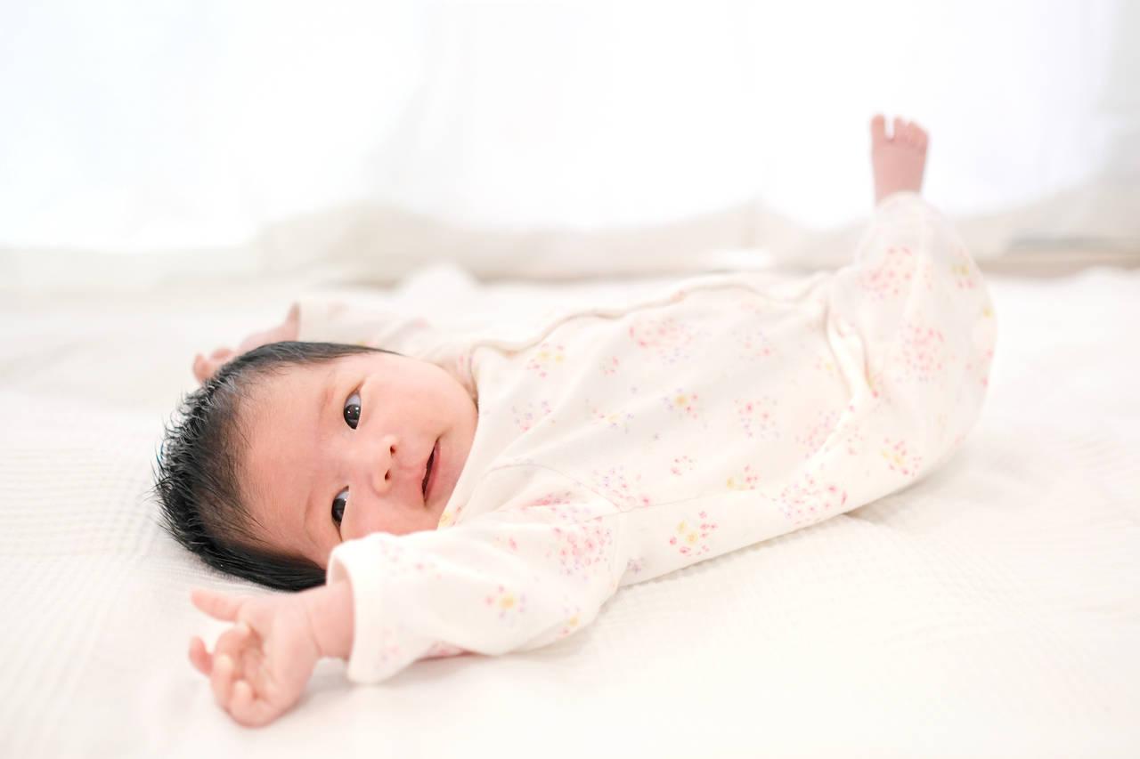 新生児の特徴を知る。身長体重や能力、原始反射など身体の特徴を紹介