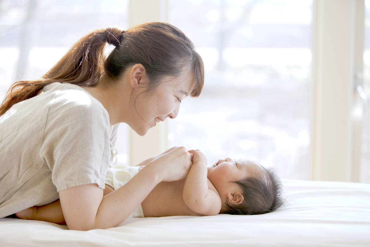 新生児期の運動は赤ちゃん体操!効果や注意点、便秘に効果的な運動法