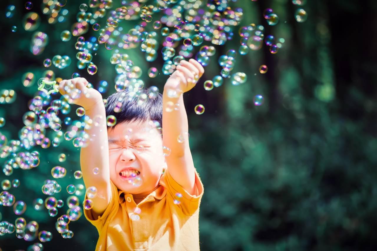 幼児とシャボン玉で遊ぼう!効果やおすすめの商品、自分で作る方法