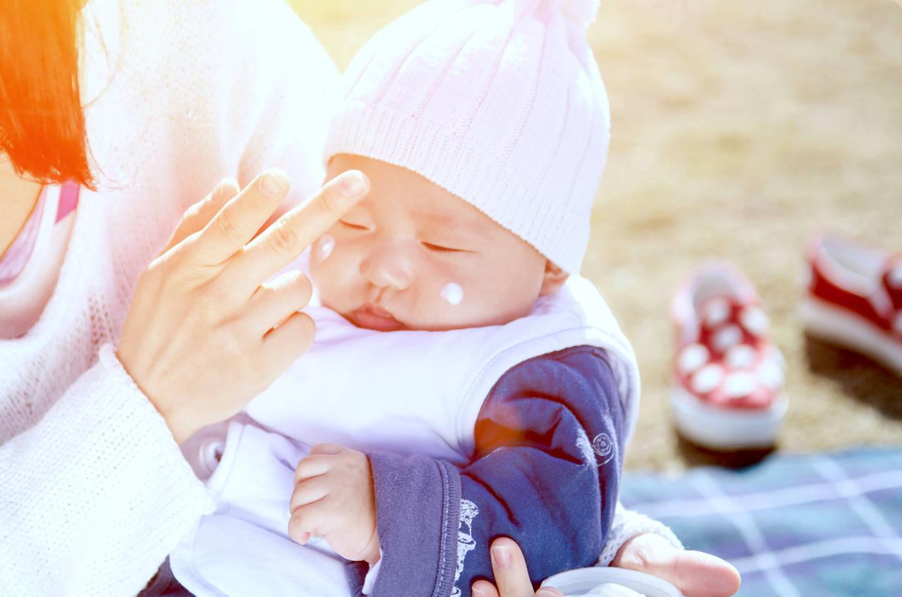 赤ちゃんは秋も日焼け止めが必要?注意点やおすすめの商品をご紹介