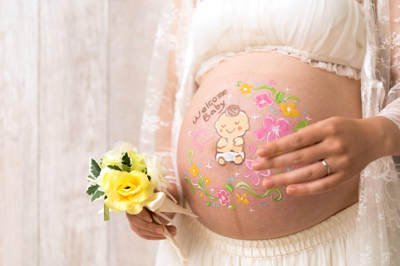 妊娠中にマタニティアートをしよう!セルフでやる方法や魅力を紹介