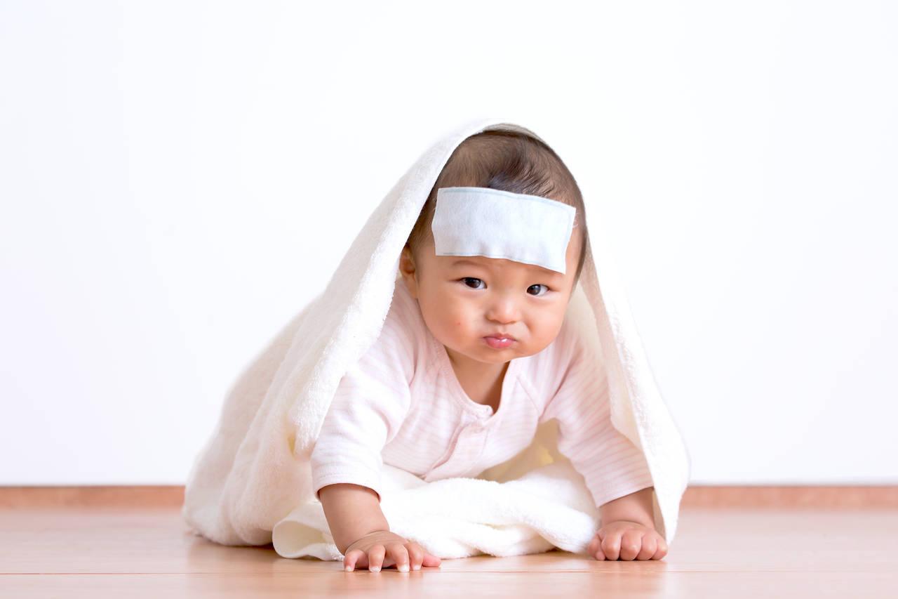 乳児の急な発熱に慌てない!病院受診の目安と自宅ケアの方法